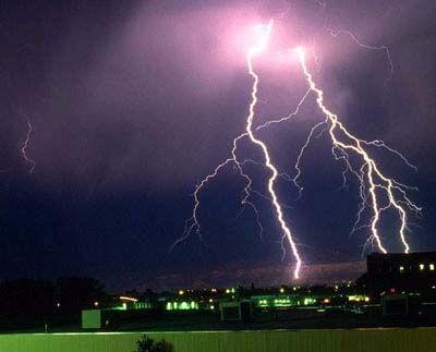 Попадание молнии в электропроводку